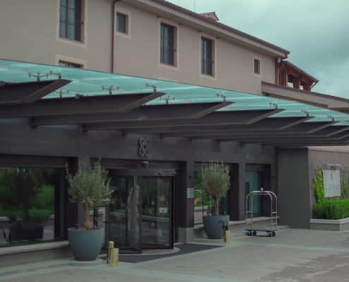 Resort-castelfalfi-parete-doghe-rivestimento-facciata