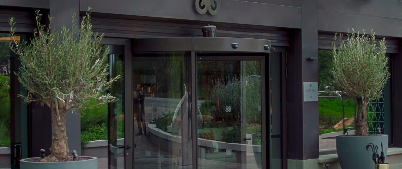 castelfalfi-resort-parete-doghe-rivestimento-facciata
